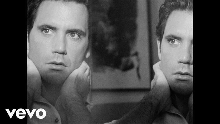 """""""Sanremo"""" : le nouveau clip chaud de Mika"""