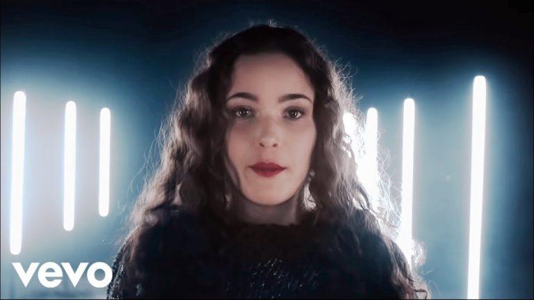 Alexiane : une chanteuse à la voix suave et sensuelle !
